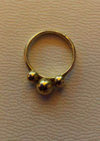 18-carat-gold-ring