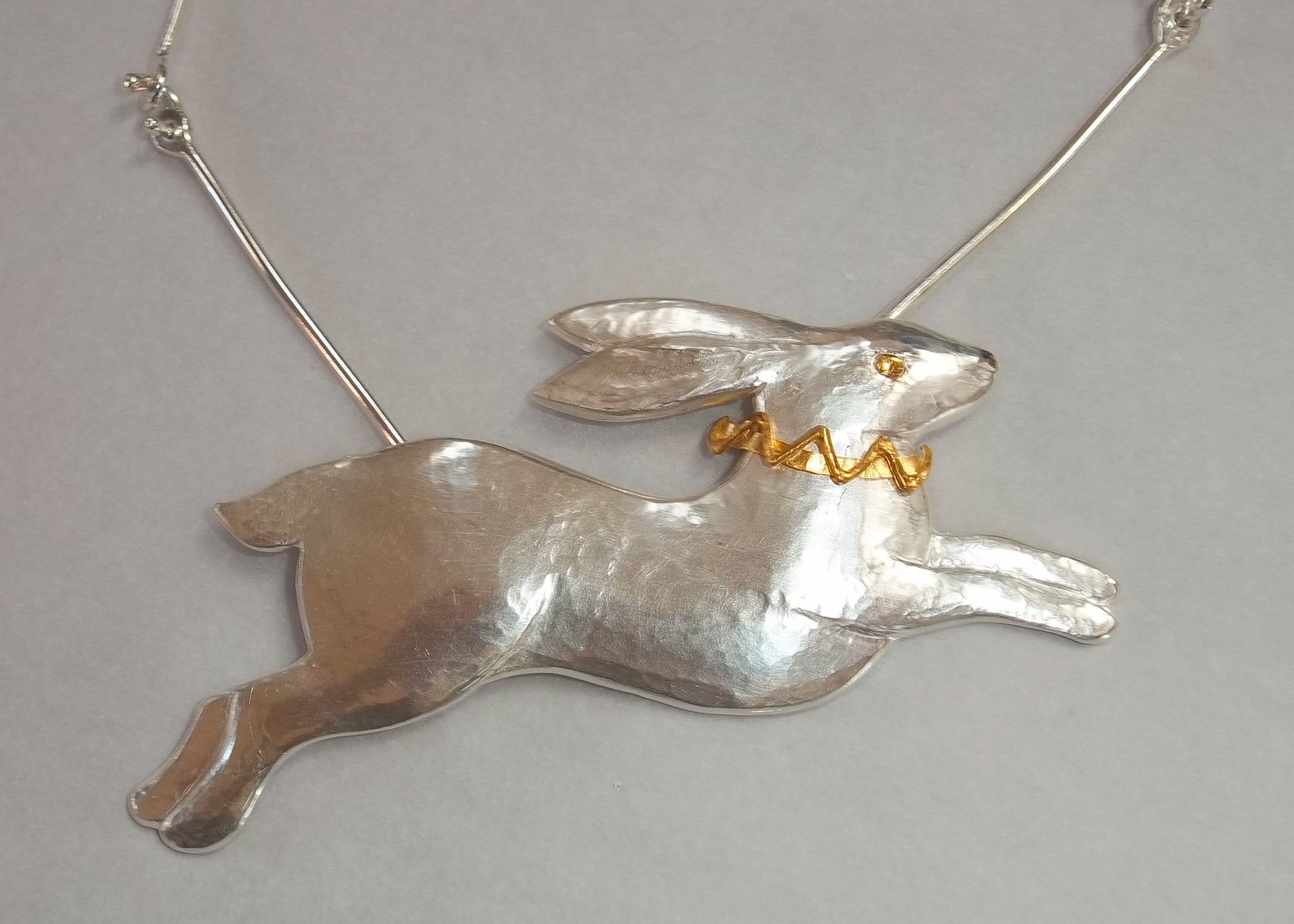 hare-necklet
