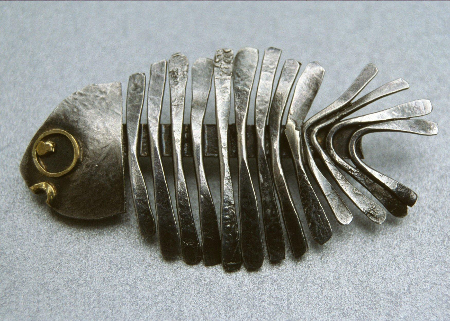 fish-brooch-silver